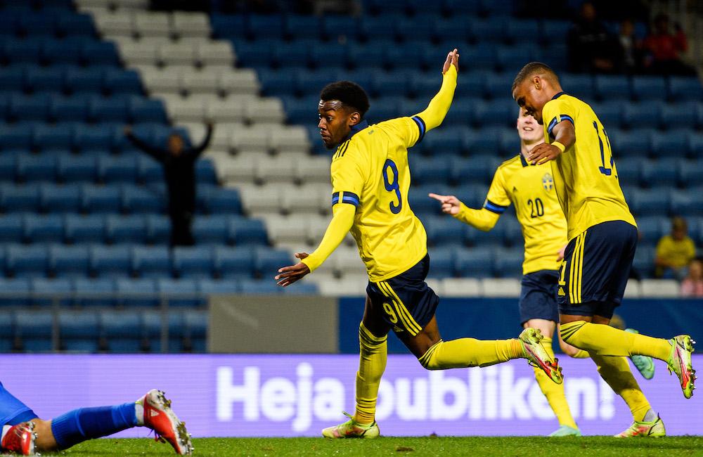Anthony Elanga vevade en gång i tiden med MFF-flagga på Borås Arena